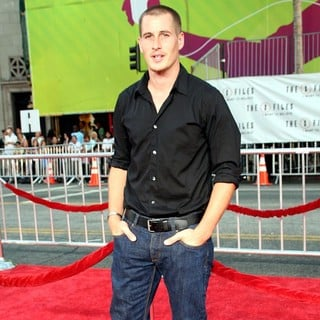Brendan Fehr in World Premiere of The X-Files: I Want to Believe - brendan-fehr-premiere-the-x-files-i-want-to-believe-03