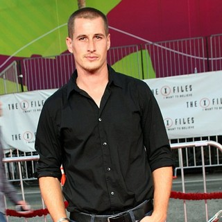 Brendan Fehr in World Premiere of The X-Files: I Want to Believe - brendan-fehr-premiere-the-x-files-i-want-to-believe-04