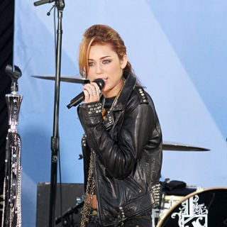 Miley Cyrus - Bret Michaels and Miley Cyrus Perform on ABC's 'Good Morning America'