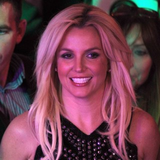 Britney Spears - Britney Spears Arrives at Planet Hollywood