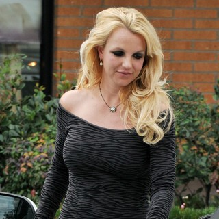 Britney Spears in Britney Spears Is Seen in Good Spirits While Leaving A Spa