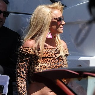 Britney Spears - Britney Spears and Iggy Azalea Shoot A Scene for Their Music Video Pretty Girls