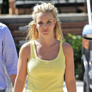 Britney Spears in Britney Spears Shopping at The Country Mart