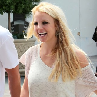 Britney Spears in Britney Spears Shopping at The Grove