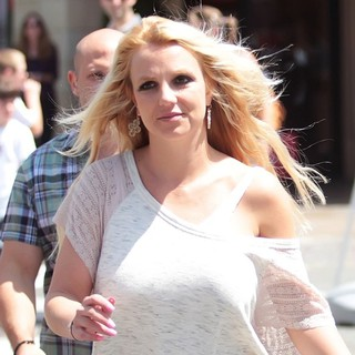 Britney Spears Shopping at The Grove - britney-spears-shopping-at-the-grove-02