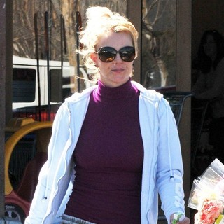 Britney Spears in Britney Spears Is Spotted Leaving Albertsons Market to Stock Up on Some Groceries
