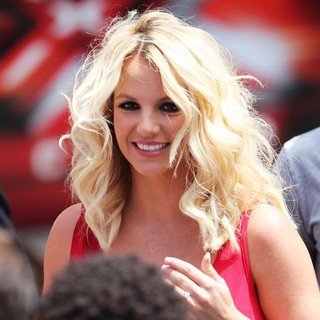 Britney Spears in The USA X Factor Judges Arrive for The Auditions in Providence - britney-spears-x-factor-audition-11