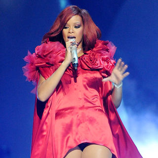 Rihanna in The BRIT Awards 2011 - Inside
