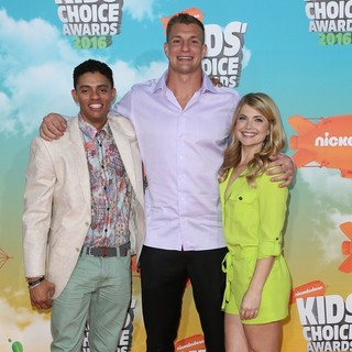 Brandon Broady, Rob Gronkowski, Stevie Nelson in Nickelodeon's 2016 Kids' Choice Awards - Arrivals