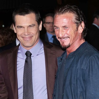 Josh Brolin in The Los Angeles World Premiere of Gangster Squad - Arrivals - brolin-penn-premiere-gangster-squad-02