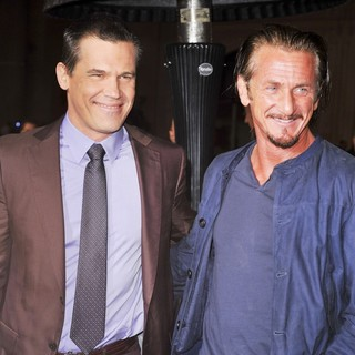 Josh Brolin in The Los Angeles World Premiere of Gangster Squad - Arrivals - brolin-penn-premiere-gangster-squad-03