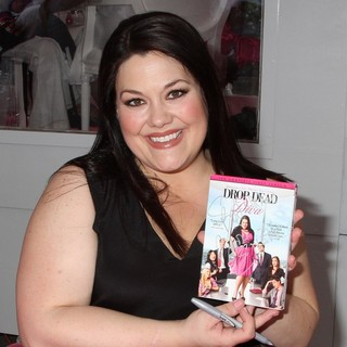 Brooke Elliott in Drop Dead Diva Celebrates 2nd Season with DVD Signing