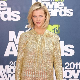 Brooklyn Decker in 2011 MTV Movie Awards - Arrivals