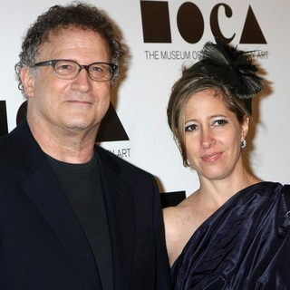 Albert Brooks, Kimberly Shlain in 2011 MOCA Gala: An Artist's Life Manifesto - Arrivals