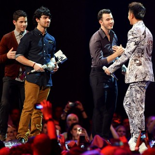 Jonas Brothers, Han Geng in The MTV EMA's 2012 - Show