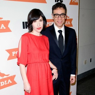 Fred Armisen in The Second Season Premiere of Portlandia - brownstein-armisen-second-season-premiere-of-portlandia-01