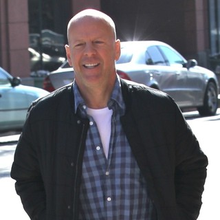 Bruce Willis in Bruce Willis Shows Signs of Discomfort as He Leaves A Medical Building