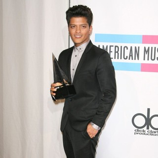 Bruno Mars in 2011 American Music Awards - Press Room
