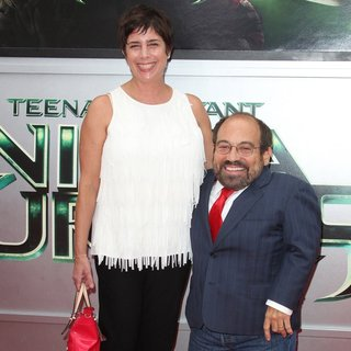 Amy Buchwald, Danny Woodburn in Los Angeles Premiere of Teenage Mutant Ninja Turtles - Arrivals