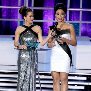 Brooke Burke, Mariah Cary in 2013 Miss America Final Competition