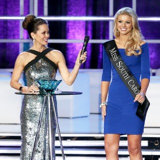 Brooke Burke, Ali Rogers in 2013 Miss America Final Competition