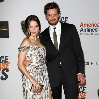 Sophia Bush, Austin Nichols in The 17th Annual Race to Erase MS