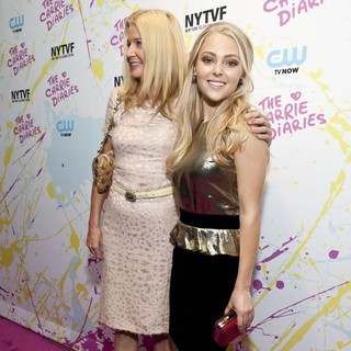 Candace Bushnell, AnnaSophia Robb in The Carrie Diaries Premiere