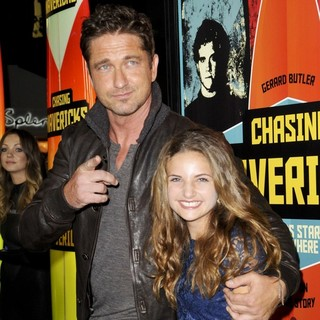 Gerard Butler, Maya Raines in The Los Angeles Premiere of Chasing Mavericks - Arrivals