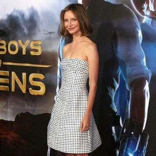 Calista Flockhart in Cowboys and Aliens Premiere - Arrivals - calista-flockhart-premiere-cowboys-and-aliens-01