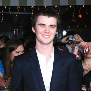 Cameron Bright in The Twilight Saga's Breaking Dawn Part I World Premiere - cameron-bright-premiere-breaking-dawn-1-01