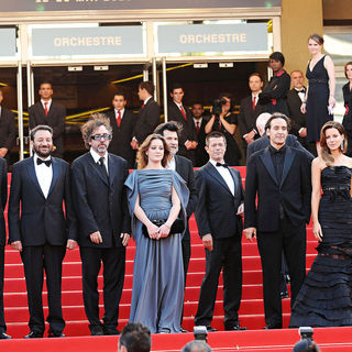 Tim Burton, Kate Beckinsale, Benicio Del Toro in 2010 Cannes International Film Festival - Day 12 - Palme d'Or Closing Ceremony Red Carpet Arrivals