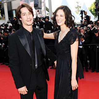 Michele Civetta, Asia Argento in 2010 Cannes International Film Festival - Day 12 - Palme d'Or Closing Ceremony Red Carpet Arrivals