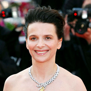 Juliette Binoche in 2010 Cannes International Film Festival - Day 12 - Palme d'Or Closing Ceremony Red Carpet Arrivals