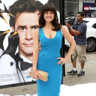 Carla Gugino in Premiere Mr. Popper's Penguins
