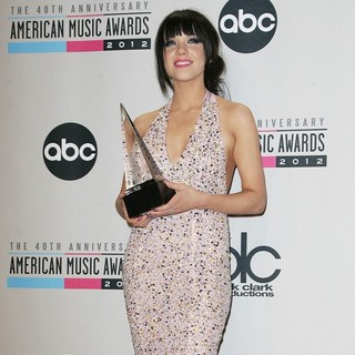 Carly Rae Jepsen in The 40th Anniversary American Music Awards - Press Room - carly-rae-jepsen-40th-anniversary-american-music-awards-press-room-04
