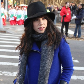Carly Rae Jepsen in 86th Annual Macy's Thanksgiving Day Parade - carly-rae-jepsen-86th-annual-macy-s-thanksgiving-day-parade-03