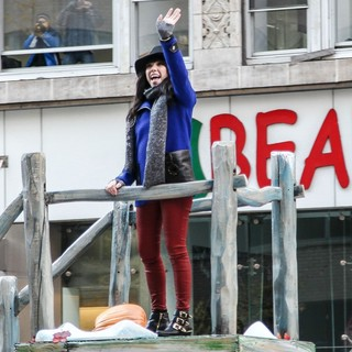 Carly Rae Jepsen in 86th Annual Macy's Thanksgiving Day Parade - carly-rae-jepsen-86th-annual-macy-s-thanksgiving-day-parade-07