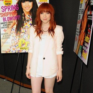 Carly Rae Jepsen Along with Seventeen Magazine Honours Pretty Amazing Contest Finalists - carly-rae-jepsen-honours-pretty-amazing-contest-finalists-03