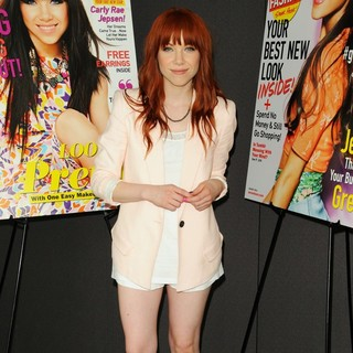 Carly Rae Jepsen Along with Seventeen Magazine Honours Pretty Amazing Contest Finalists - carly-rae-jepsen-honours-pretty-amazing-contest-finalists-04