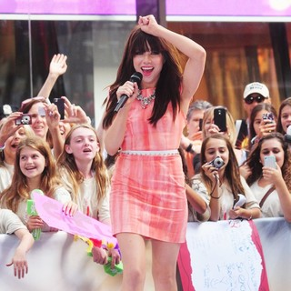 Carly Rae Jepsen - Carly Rae Jepsen Performing Live During The Today Show Summer Concert Series