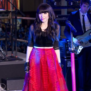 Carly Rae Jepsen in New Year's Eve 2013 in Times Square