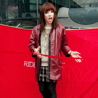 Carly Rae Jepsen Honored by The Ride of Fame - carly-rae-jepsen-ride-of-fame-01