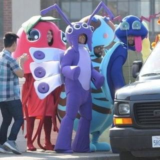 Jesse Carmichael, PJ Morton and Adam Levine Dresses as A Pokemon for Maroon 5 Music Video