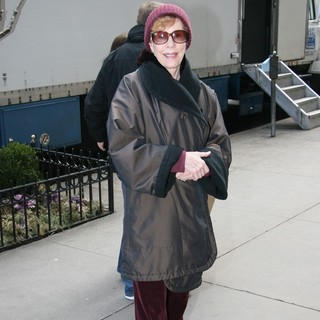 Carol Burnett in Carol Burnett Filming Scenes for Law and Order: Special Victims Unit