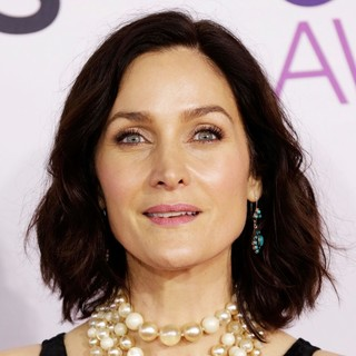 Carrie-Anne Moss in People's Choice Awards 2013 - Red Carpet Arrivals - carrie-anne-moss-people-s-choice-awards-2013-01