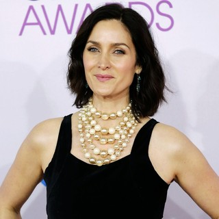 Carrie-Anne Moss in People's Choice Awards 2013 - Red Carpet Arrivals - carrie-anne-moss-people-s-choice-awards-2013-02