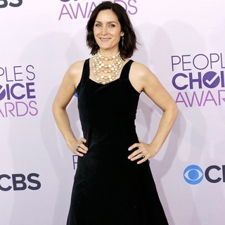 Carrie-Anne Moss in People's Choice Awards 2013 - Red Carpet Arrivals - carrie-anne-moss-people-s-choice-awards-2013-03