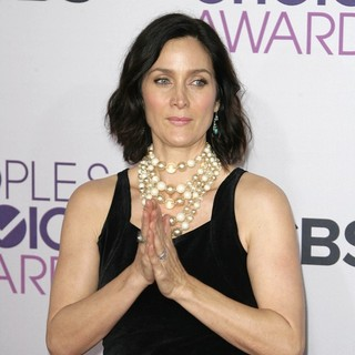 Carrie-Anne Moss in People's Choice Awards 2013 - Red Carpet Arrivals - carrie-anne-moss-people-s-choice-awards-2013-05