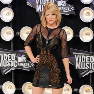 Carrie Keagan in 2011 MTV Video Music Awards - Arrivals