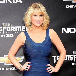 New York Premiere of Transformers Dark of the Moon - carrie-keagan-premiere-transformers-dark-of-the-moon-01
